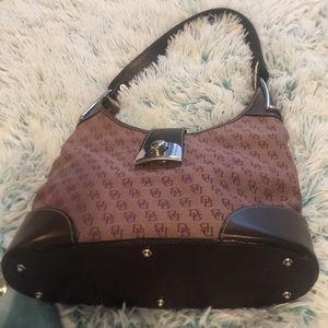 DB Dooney and Bourke crescent shoulder bag nice!😍